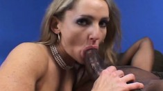 Bodacious blonde cougar Lori Lust reaches her climax on a black stick