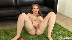 Well-endowed girlie with shaved cunt Kagney Linn Karter checks the oil