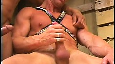 Hot city dude seduces the farm boy to fuck his anal hole in the barn