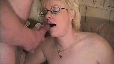 Hungry old babe likes feeling young hard stick in her worn-out puss